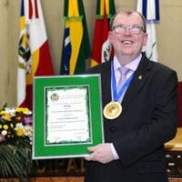 Câmara entrega o título Agudense Brilhante a Daniel Berthold